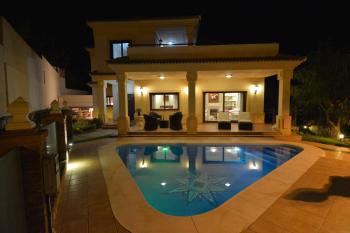 Villa Avalon illalla